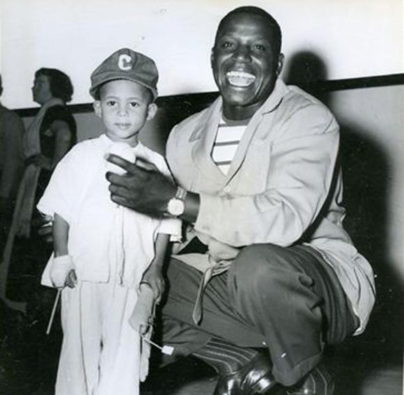 Silvio Garcia con un nino enfermo (Enero 13 de 1952)