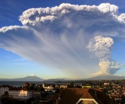 Así fue la erupción del volcán Calbuco en Chile, que afecta parte de Argentina. Foto: Daily Mail.