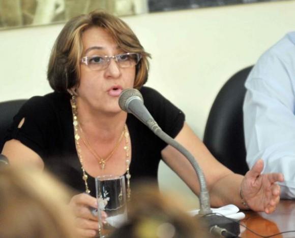 Alina Balseiro Gutiérrez, presidenta, de la Comisión Electoral Nacional (CEN), durante una Conferencia de Prensa, acerca del resultado de las votaciones realizadas en el país. Sede Nacional de la Unión  de Periodistas de Cuba (UPEC), La Habana, Cuba, 20 de abril de 2015.  AIN FOTO/Oriol de la Cruz ATENCIO/
