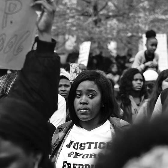 En el ayuntamiento de Baltimore, el 25 de abril de 2015. Foto: Devin Allen.