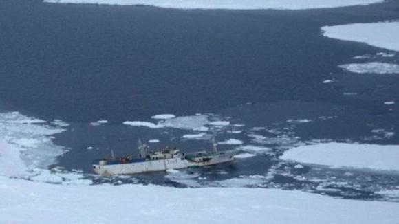 La embarcación se hundió cerca de las costas de la península de Kamchatka.