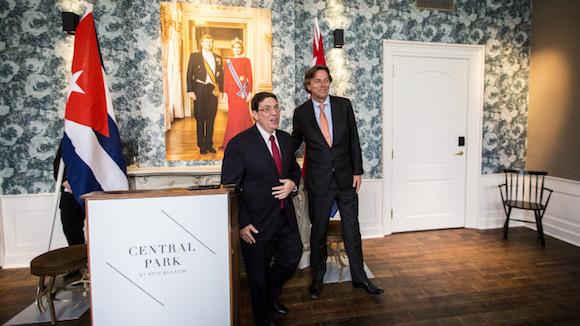 El primer ministro del Reino de los Países Bajos, Mark Rutte, recibió al ministro cubano de Relaciones Exteriores, Bruno Rodríguez, quien realizó la primera visita oficial de un canciller de la Isla a este país. Foto: ANP