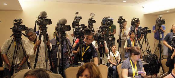 Oídos en la Conferencia de Prensa. Foto: Ismael Francisco/ Cubadebate