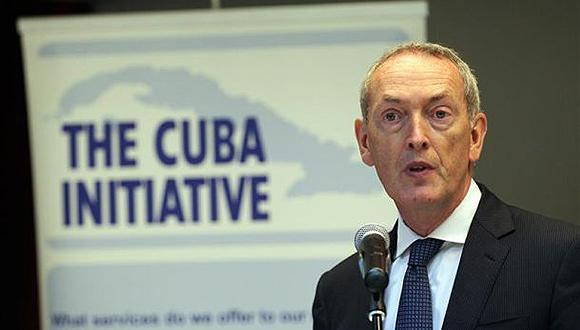 El copresidente de la Iniciativa Cuba, John Hutton, fue registrado este martes, durante la apertura de un seminario de negocios en el que participan autoridades cubanas y representantes de 32 empresas británicas, en La Habana (Cuba). Foto: EFE