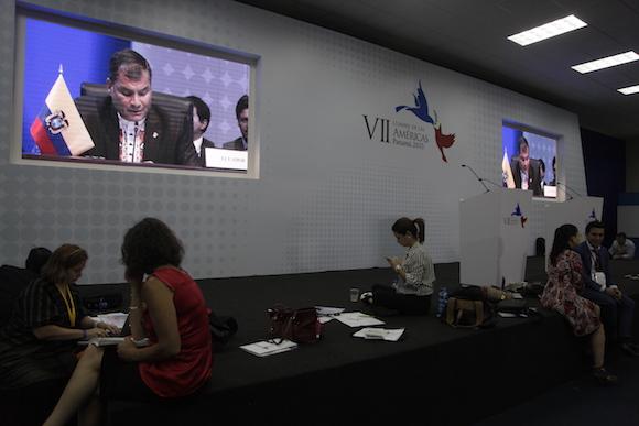 Correa, visto desde la sala de prensa. Foto: Ismael Francisco/ Cubadebate