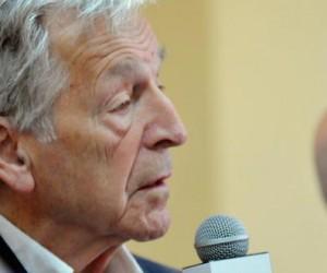 El cineasta greco-francés Konstantinos (Costa) Gavras, durante la  Conferencia de Prensa por el inicio del XVIII Festival de Cine Francés, La Habana, Cuba, 30 de abril de 2015.  AIN FOTO/Oriol de la Cruz ATENCIO/