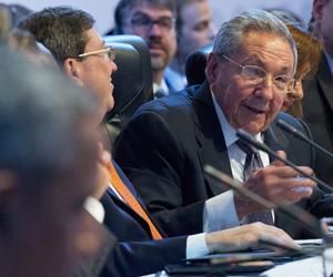 Raúl Castro interviene en el plenario de la VII Cumbre de las Américas. Foto: AP