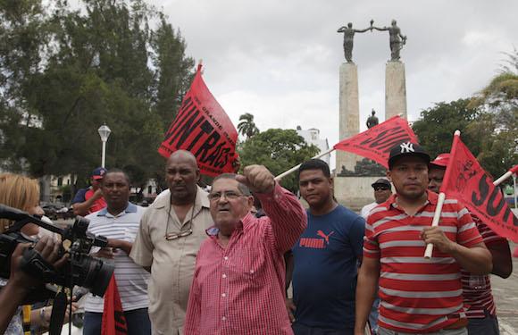 Solidaridad con Cuba frente a la embajada den Panama. Foto: Ismael Francisco/Cubadebate.