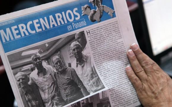 Los representantes de la sociedad civil cubana que participarán en los foros de la Cumbre de las Américas, distribuyeron en Conferencia de prensa ofrecida en la mañana de hoy, un tabloide en el que desenmascaran a los mercenarios cubanos pagados por gobiernos extranjeros, y que pretenden participar en estos escenarios a nnombre de la sociedad cubana. Foto: Ismael Francisco/ Cubadebate