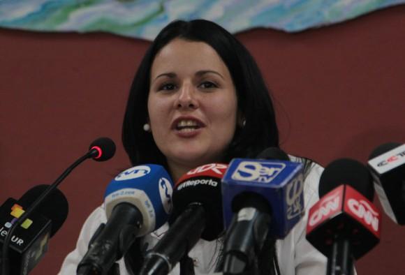 Liaena Hernández en la conferencia de prensa de la delegación cubana que asiste a los Foros paralelos de la Cumbre de las Américas, en Panamá. Foto: Ismael Francisco/ Cubadebate