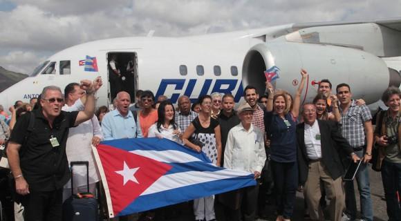 Representantes de la Sociedad Civil de Cuba en el Aeropuerto Internacional Panamá Pacífico, este martes. Foto: Ismael Francisco/ Cubadebate
