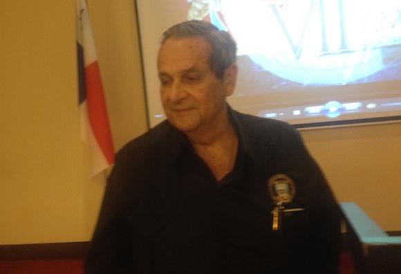 Félix Rodríguez en conferencia de prensa en el Hotel Marriot, del Mutiplaza de Ciudad Panamá.