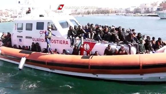 Un muerto y casi 1.000 inmigrantes, rescatados en el mar por Italia. Foto: Alessandro Bianchi/REUTERS