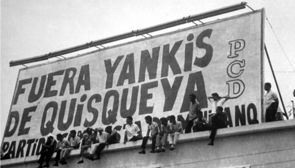 Juventud dominicana exige disculpa de EEUU por invasión militar de 1965