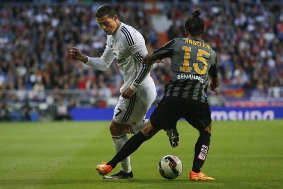 Cristiano supera el marcaje de Angeleri. Foto: AP.