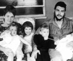 El Che y su familia. Foto. Archivo