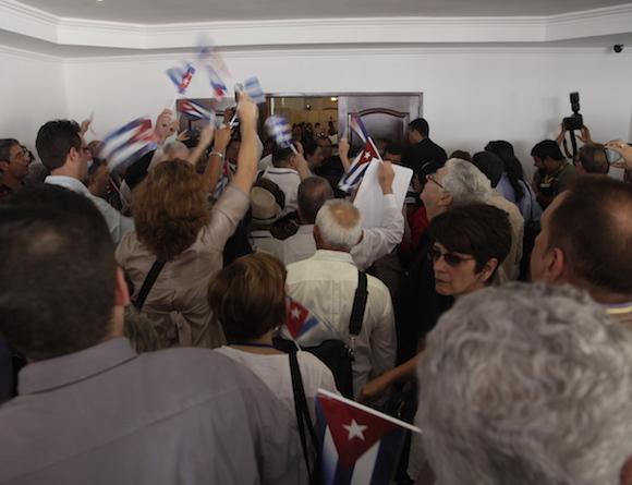 Protestas por la exclusión de representantes de Cuba en el Foro Social. Foto: Ismael Francisco/ Cubadebate