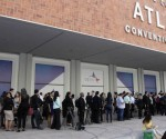 En la cola para entrar al Centro de Convenciones Atlapa. Foto: Ismael Francisco/ Cubadebate