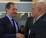 Dmitry Medvedev: Sr. Vicepresidente del Consejo de Ministros, el Sr. Cabrisas, nuestros colegas cubanos, amigos! Acepte mis saludos cordiales. Nos reunimos regularmente como Cuba es nuestro socio muy importante. Nuestra cooperación es multidimensional. Miré hacia arriba - en los últimos meses de este año, un gran número de funcionarios rusos visitó Cuba. Y ahora, su visita - una sesión de la comisión intergubernamental, la discusión de diversos temas y la firma de documentos muy importantes. El 9 de mayo, se espera que el presidente Raúl Castro para llegar en Moscú. Estoy tomando la oportunidad de preguntarle a transmitir mis más cordiales saludos y mejores deseos a Raúl y Fidel Castro.