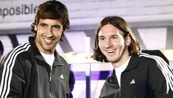 Raúl (izquierda) y Messi.