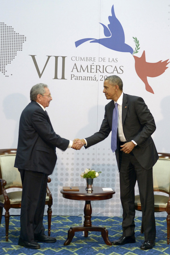 Raúl Castro y Barack Obama en Cumbre de las Américas. Foto: Estudios Revolución