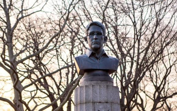 Una estatua de Eduard Snowden ha aparecido esta mañana es un parque de Brookling. Foto: Aymann Ismail/ANIMALNewYork