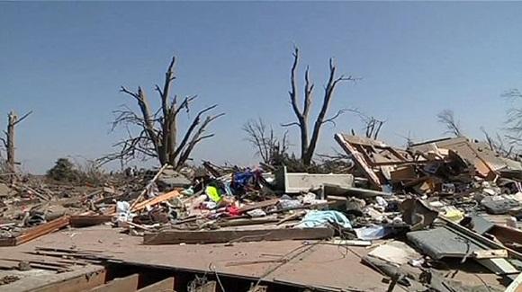 Al menos dos muertos y once heridos por una cadena de tornados en Estados Unidos.