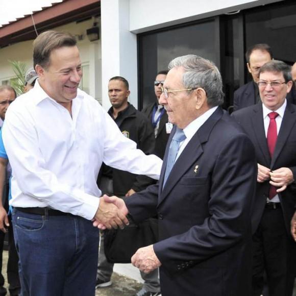 El presidente panameño, Juan Carlos Varela, acudió al aeropuerto Panamá Pacífico para despedir al compañero Raúl. Foto: Estudio Revolución