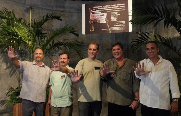 La muestra dedicada al regreso de los Cinco Hóroes a Cuba, cuenta con  53 instantáneas y fue auspiciada por el Instituto Cubano de Amistad con los Pueblos y el Comité Internacional por la Libertad de los 5 Cubanos y se presenta en el Memorial José Martí. Foto: Ismael Francisco/ Cubadebate
