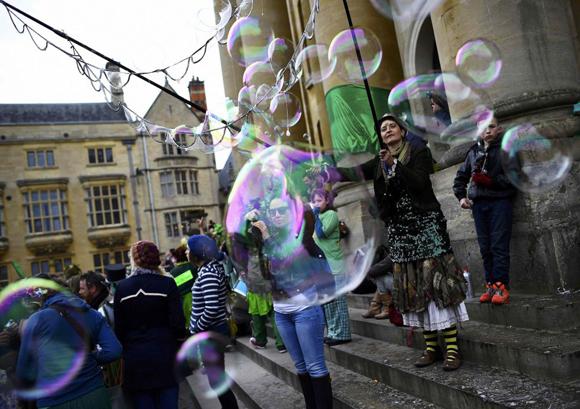 Ambiente festivo en las calles de Oxford (Reino Unido) para celebrar el Día del Trabajo.