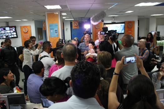 Cinco Héroes cubanos en la sede de TeleSur. Foto tomada de telesurtv.net