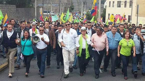 Rafael Correa marcha al frente del pueblo ecuatoriano.