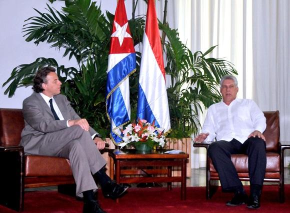 Durante el cordial encuentro, Diaz-Canel y Koenders destacaron el buen estado de las relaciones bilaterales. Foto: Alberto Borrego / Granma