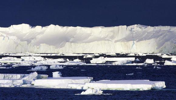 El crecimiento del nivel del mar se debe a que los hielos de la Antártida y la zona de Groenlandia se derrite. Foto: Tomada de www.elconfidencial.com