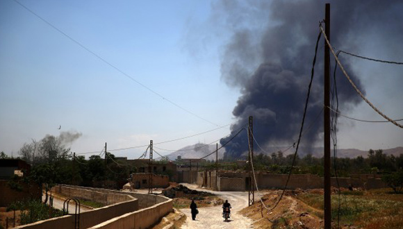 A general view shows heavy smoke rising after rebel fighters reportedly fired mortar shells targeting sites belonging to Syrian regime forces in Arbeen, on the outskirts of the capital, Damascus, on May 16, 2015. AFP PHOTO / ABD DOUMANY        (Photo credit should read ABD DOUMANY/AFP/Getty Images)