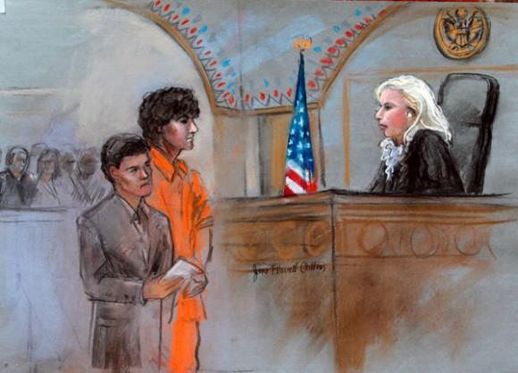 En esta representación, Dzhokhar Tsarnaev se declara inocente de las explosiones en el maratón de Boston, durante un juicio en su contra. Foto AP