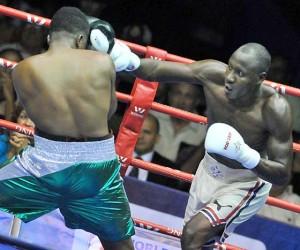 Erislandy Savón venció por KO al ecuatoriano Julio Castillo. Foto: Ricardo López Hevia / Granma