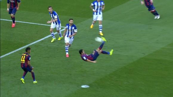 Escena del acrobático gol de Pedro. Foto tomada de Twitter