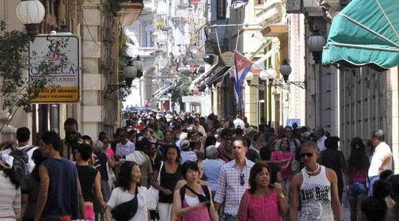 CUBA-CONCURRIDO BOULEVARD DE LA CALLE OBISPO EN LA HABANA VIEJA