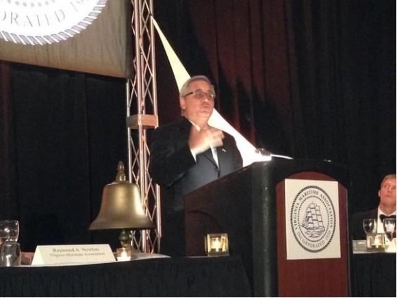 Lamigueiro habla a Asociación Marítima de Virginia.