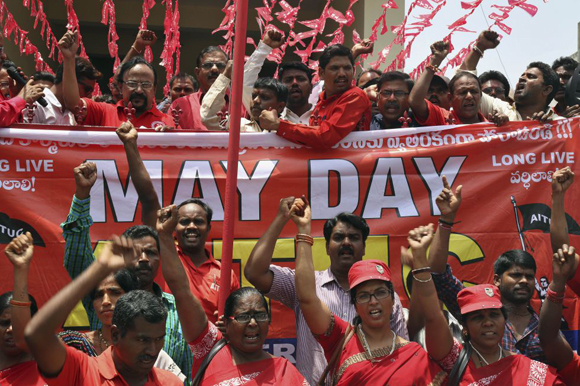 Las calles de Hyderabad (India) se han llenado de gente durante los actos del Primero de Mayo.