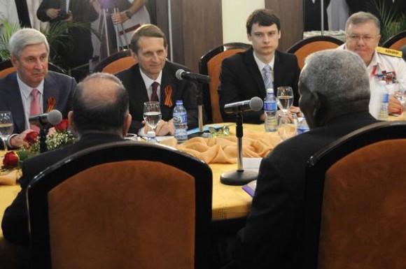 Serguei Naryshkin (C), presidente de la Duma estatal rusa (cámara baja), durante las conversaciones con Esteban Lazo, presidente de la Asamblea Nacional del Poder Popular, en el Hotel Nacional de Cuba, en La Habana, el 5 de mayo de 2015. AIN FOTO/Roberto MOREJÓN RODRÍGUEZ