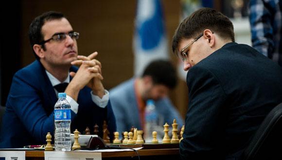 Leinier Domínguez y Tomashevsky Evgeny. Foto: FIDE