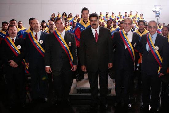 Los Cinco condecorados en Venezuela