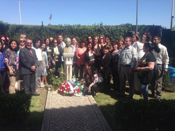 Marcelino Medina con médicos y diplomáticos cubano en Portugal