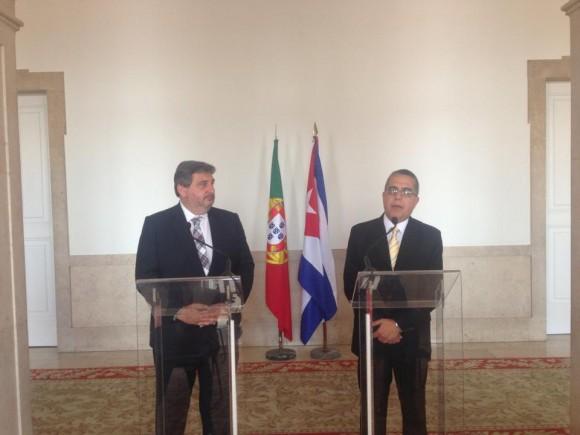 Marcelino Medina da declaraciones a la prensa en Portugal