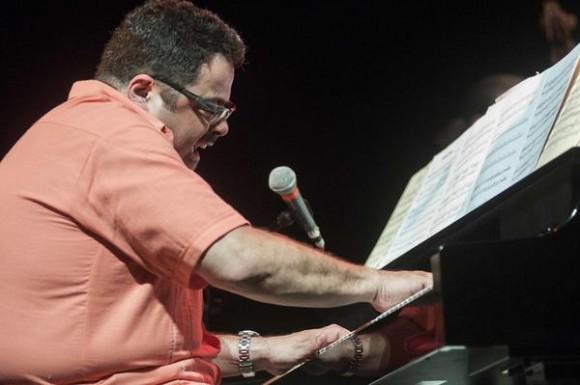 El pianista norteamericano Arturo O´Farril, director de The Afro Latin Jazz Orquestra, durante un concierto homenaje al músico cubano Chano Pozo, en el marco de la feria internacional Cubadisco 2015, en el teatro Mella, en La Habana, Cuba, el 17 de mayo de 2015. AIN FOTO/Abel ERNESTO/