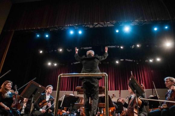 Músicos de la Orquesta Sinfónica de Minnesota, durante el concierto de apertura del la feria internacional CUBADISCO 2015, en el Teatro Nacional, en La Habana, Cuba, el 15 de mayo de 2015 . AIN FOTO/Abel ERNESTO
