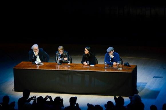 Presentadores del libro en el Centro Cultural Kirchner. Foto: Kaloian / Cubadebate
