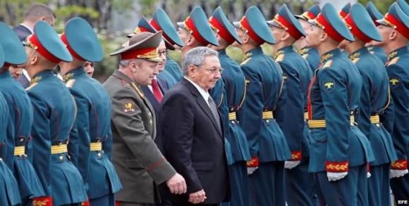 Raúl llega a Rusia 5 de mayo de 2015.